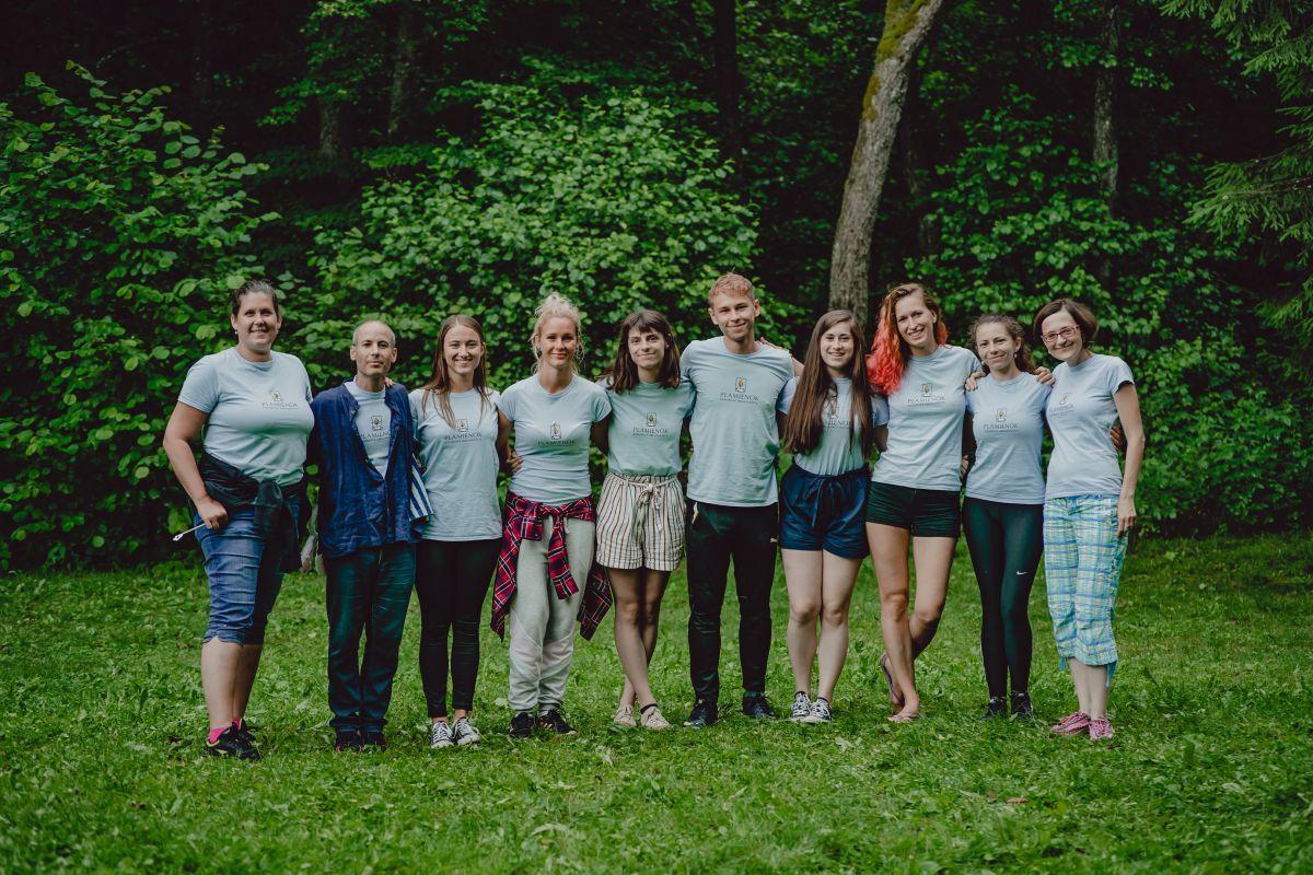 Dobrovolnici v tabore